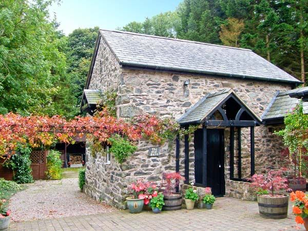 Sykes Cottages - The Old Barn Llanferres